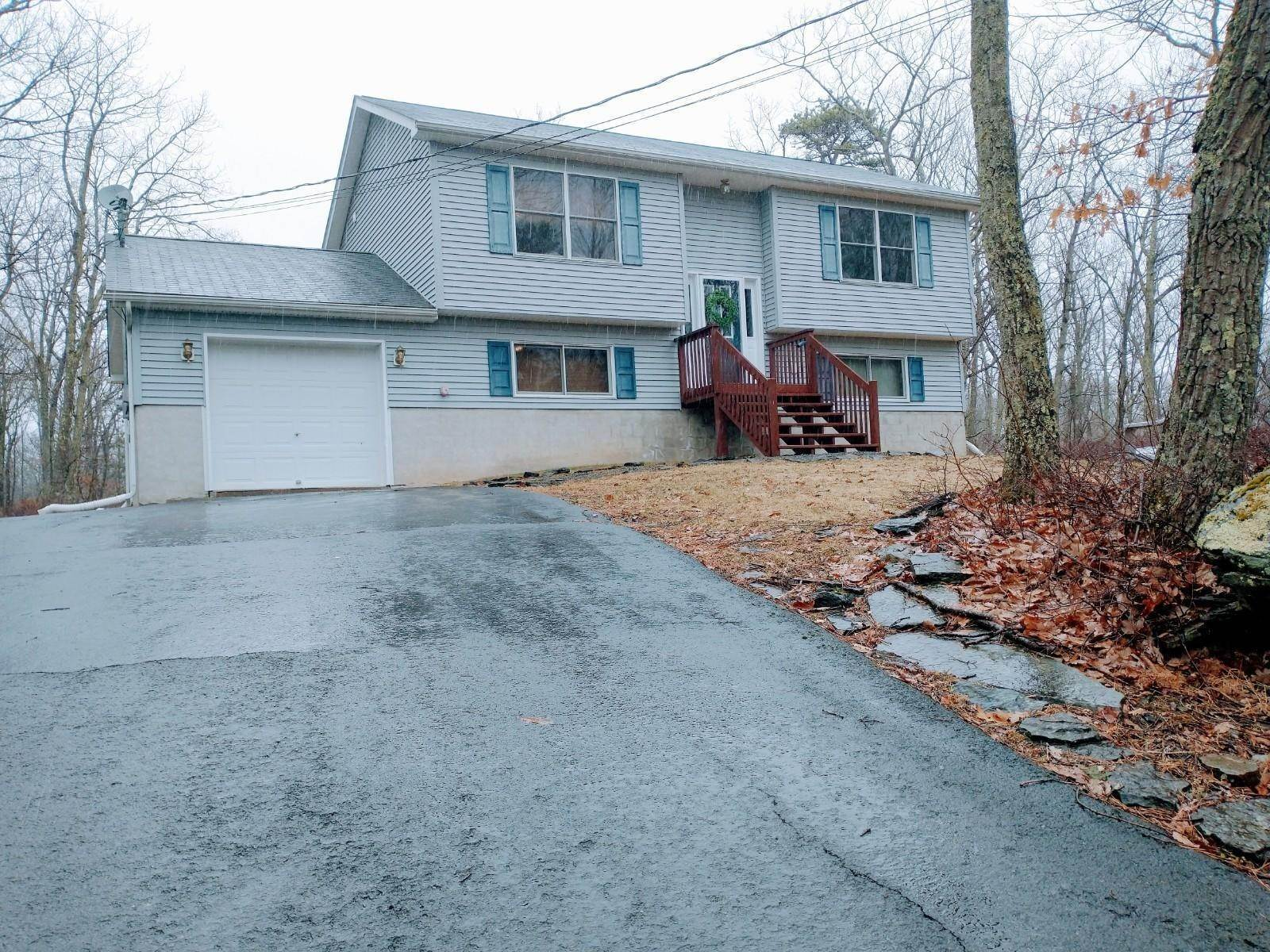 2. Single Family Homes for Sale at 122 Surrey Dr Lords Valley, Pennsylvania 18428 United States