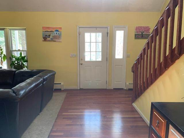 4. Single Family Homes for Sale at 146 Crocus Ln Milford, Pennsylvania 18337 United States