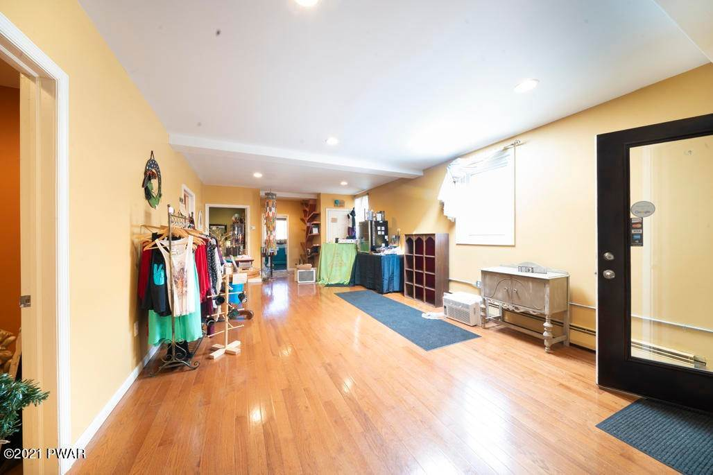 10. Commercial for Sale at 53 Salem Ave Carbondale, Pennsylvania 18407 United States
