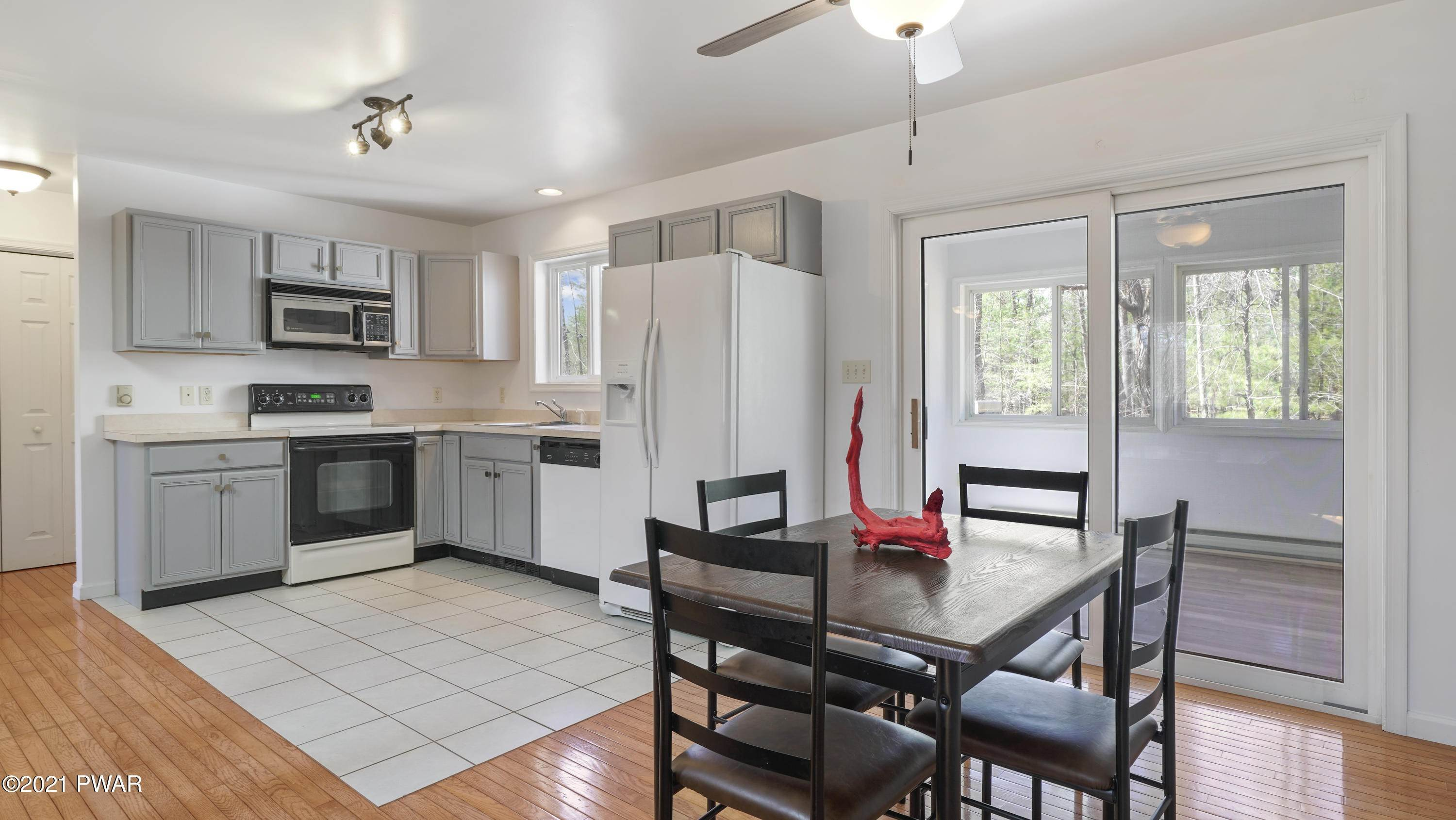 8. Single Family Homes for Sale at 102 Nicole Ct Dingmans Ferry, Pennsylvania 18328 United States