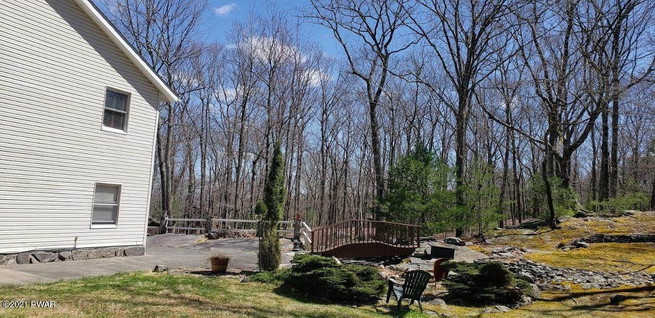 11. Single Family Homes for Sale at 126 Jack Pine Dr Dingmans Ferry, Pennsylvania 18328 United States