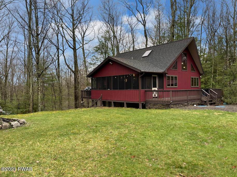 Single Family Homes for Sale at 121 Lone Oak Rd Lakeville, Pennsylvania 18438 United States