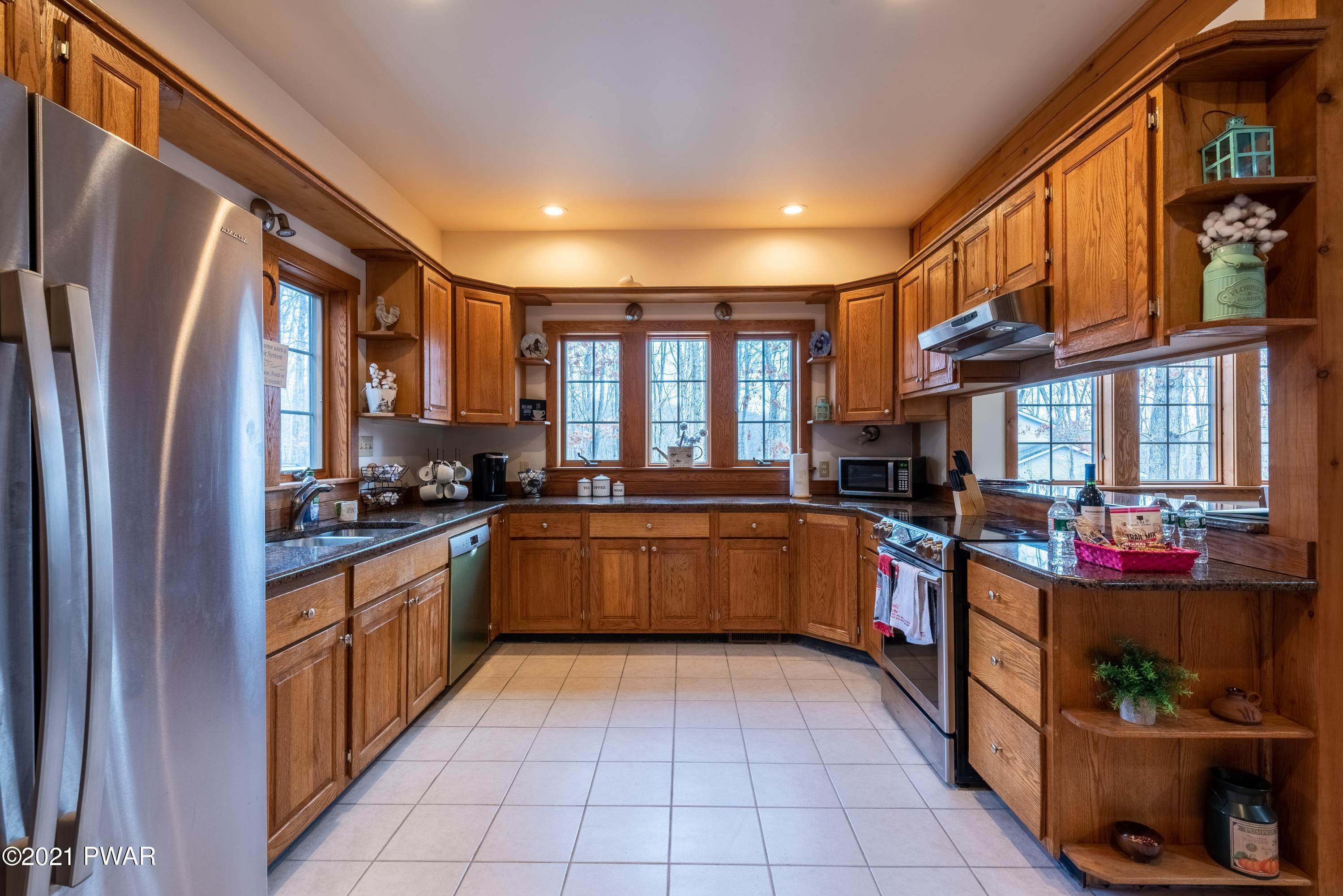 14. Single Family Homes for Sale at 2821 Brown Bear Ct East Stroudsburg, Pennsylvania 18302 United States