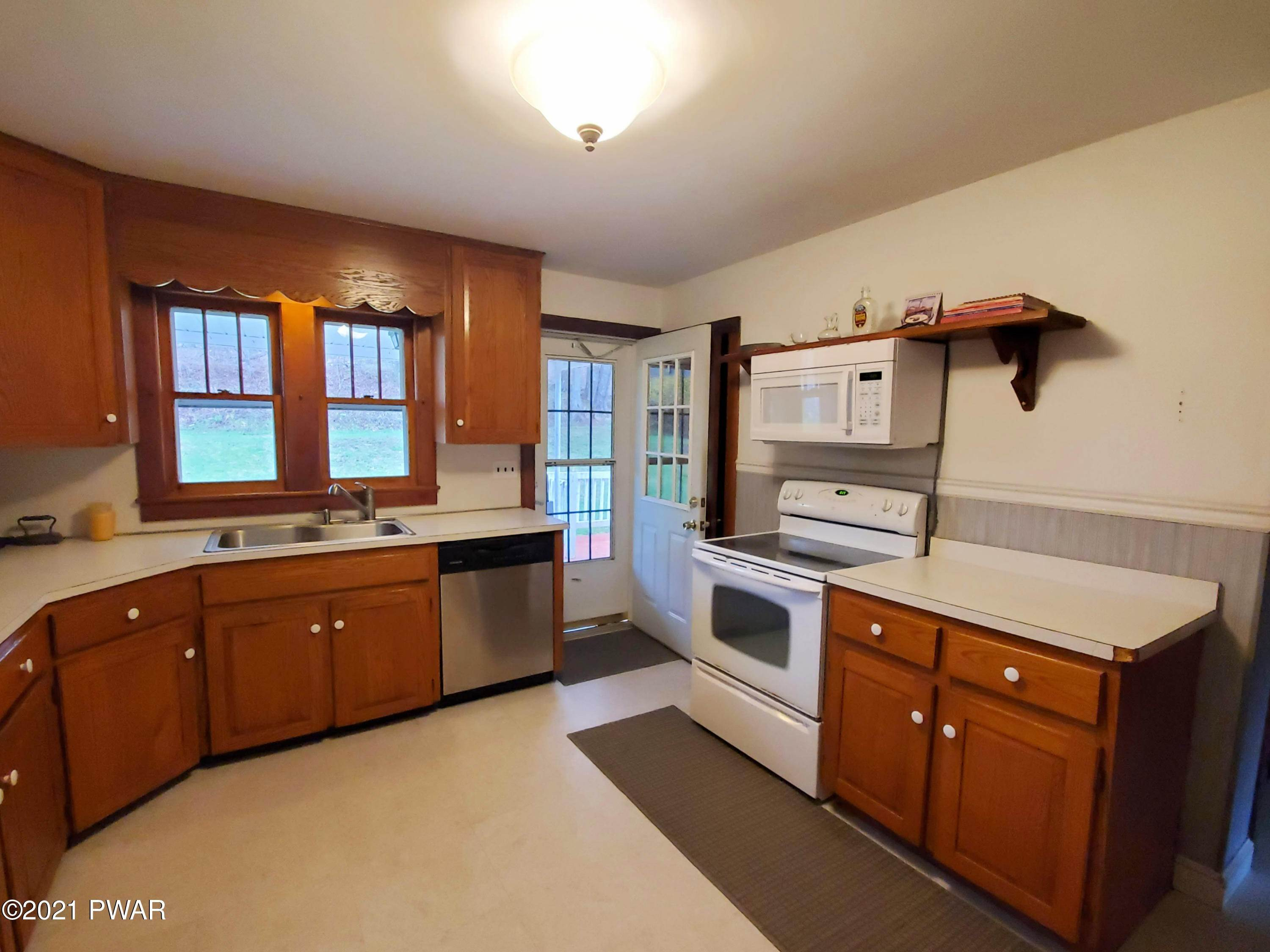 8. Single Family Homes for Sale at 191 Carley Brook Rd Honesdale, Pennsylvania 18431 United States