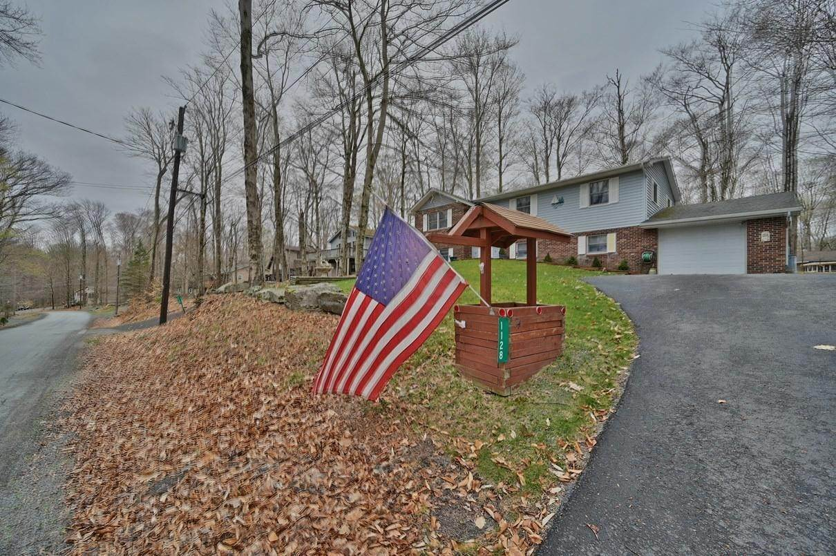 48. Single Family Homes for Sale at 1128 Indian Dr Lake Ariel, Pennsylvania 18436 United States