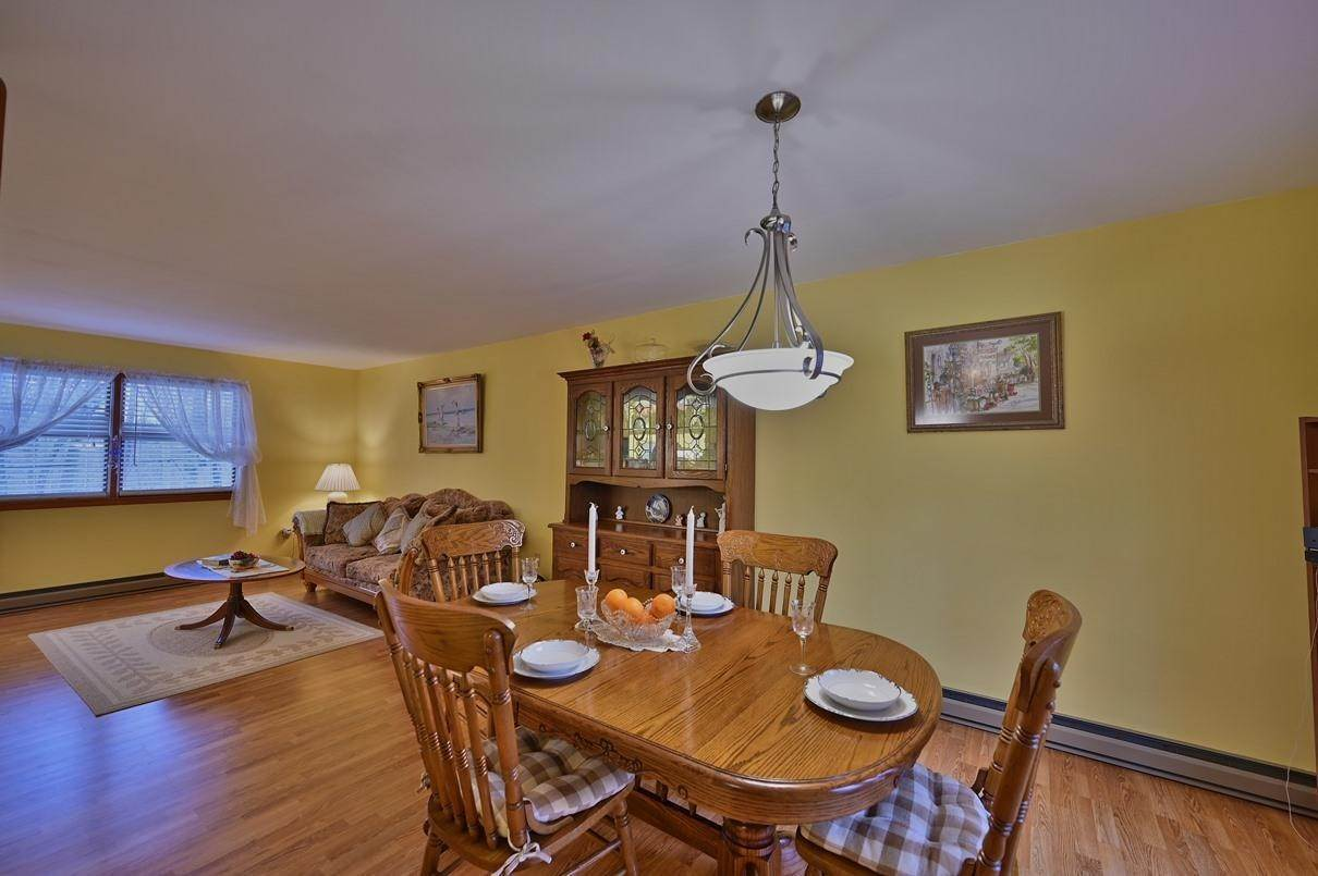 18. Single Family Homes for Sale at 1128 Indian Dr Lake Ariel, Pennsylvania 18436 United States