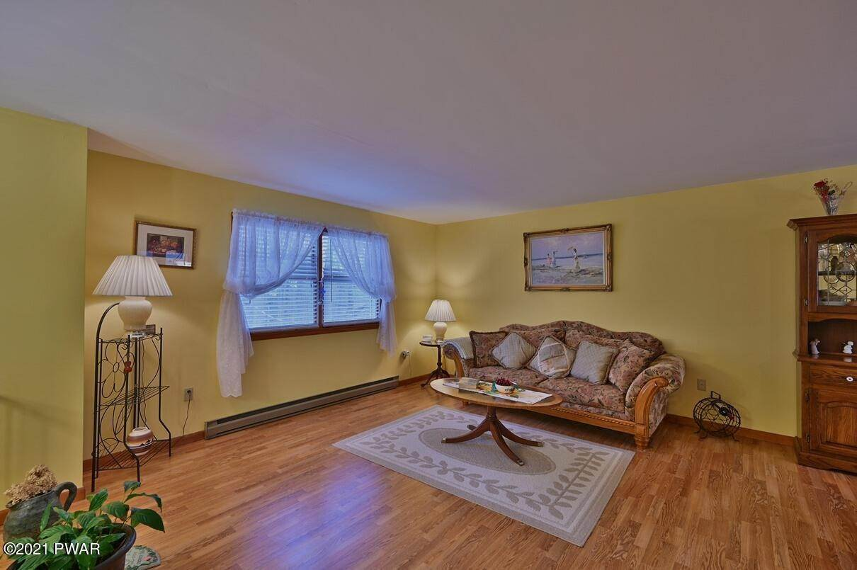 10. Single Family Homes for Sale at 1128 Indian Dr Lake Ariel, Pennsylvania 18436 United States