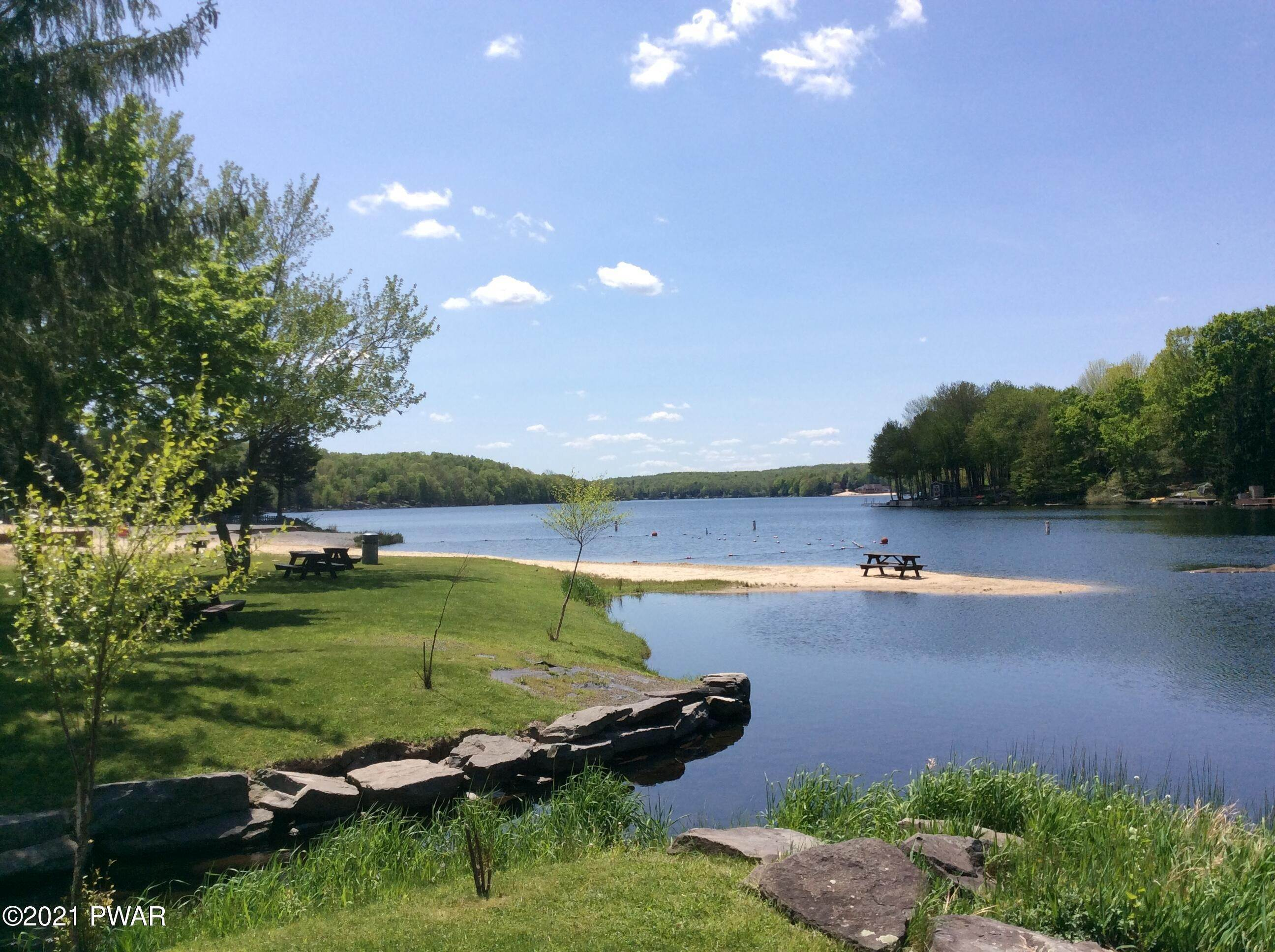 39. Single Family Homes for Sale at 14 Thornwood Ter Lake Ariel, Pennsylvania 18436 United States