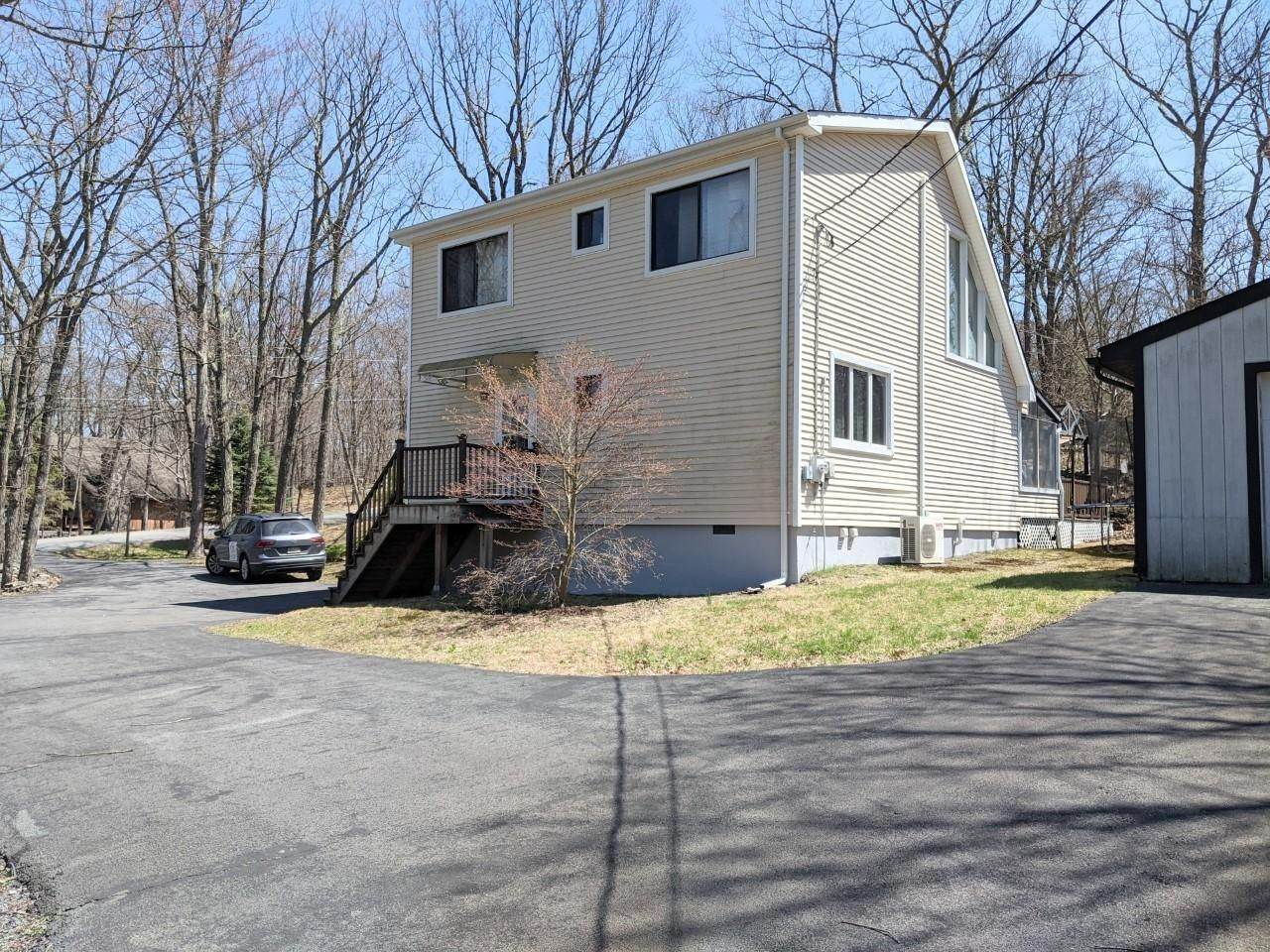 2. Single Family Homes for Sale at 100 Rimrock Ln Lords Valley, Pennsylvania 18428 United States