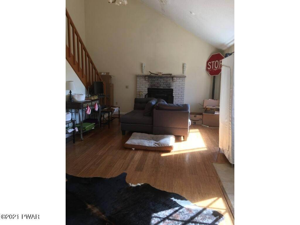15. Single Family Homes for Sale at 170 Gunstock Ln Tafton, Pennsylvania 18464 United States