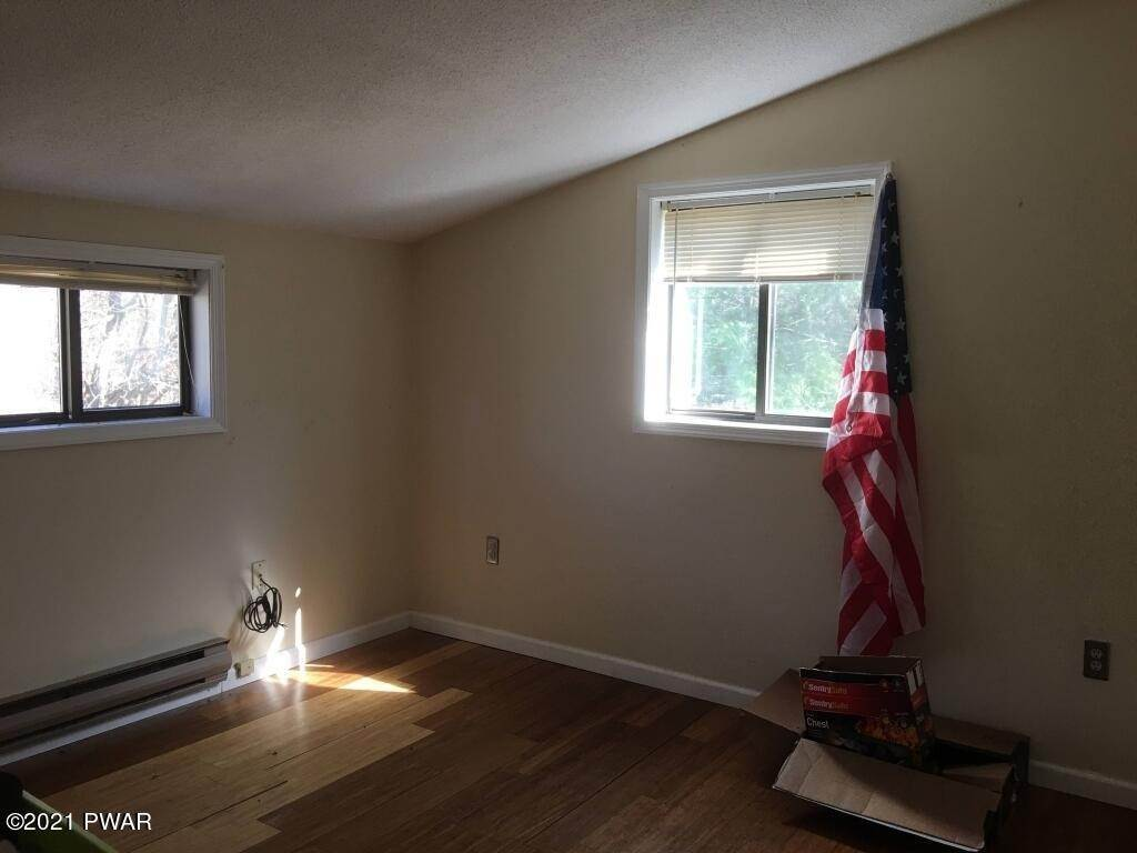 18. Single Family Homes for Sale at 170 Gunstock Ln Tafton, Pennsylvania 18464 United States