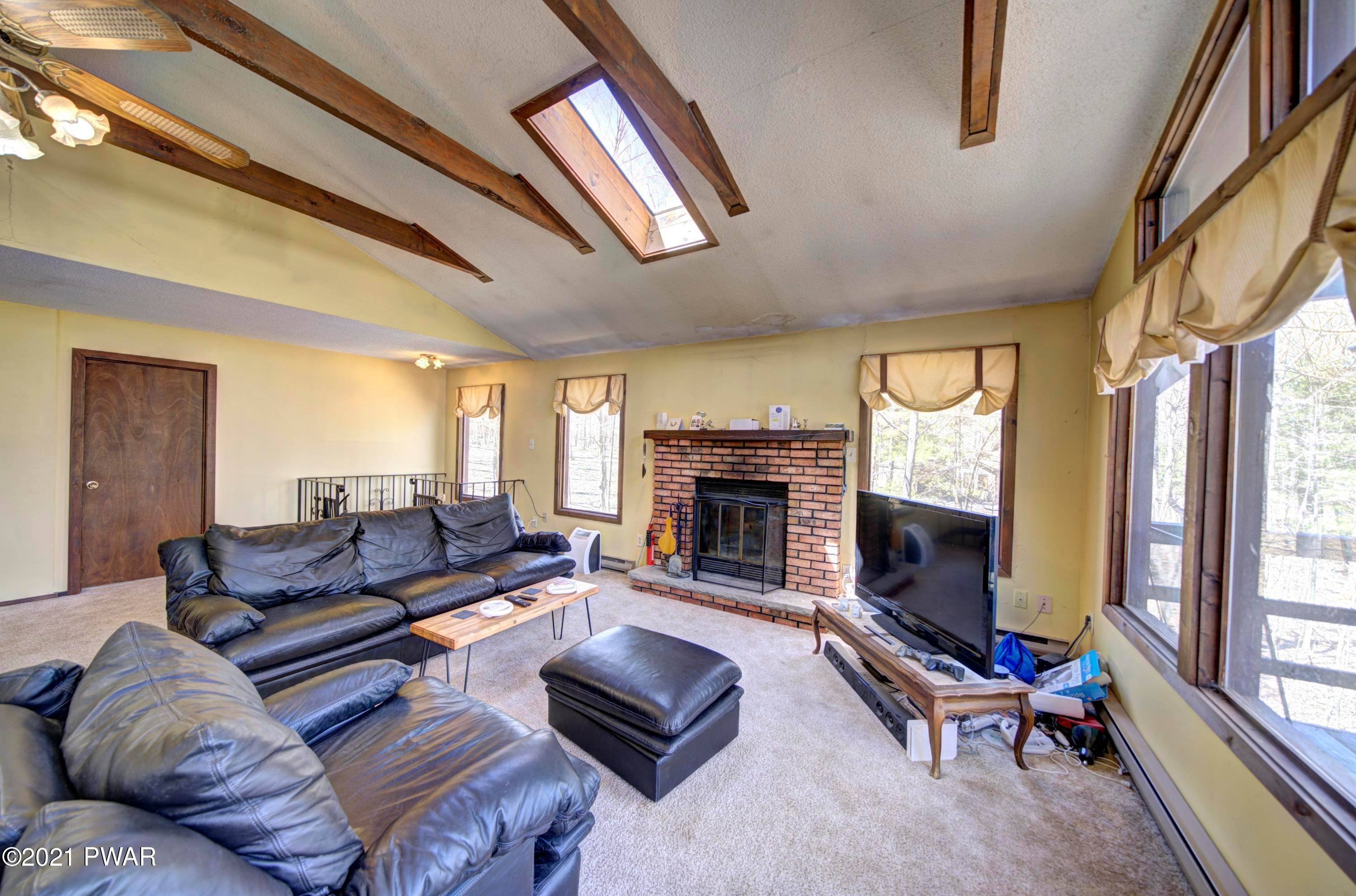 4. Single Family Homes for Sale at 111 Tanager Rd Lackawaxen, Pennsylvania 18435 United States