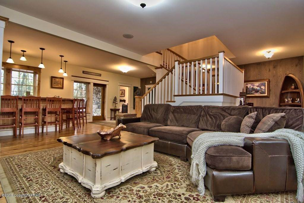 2. Single Family Homes for Sale at 617 Lenape Ln Buck Hill Falls, Pennsylvania 18323 United States
