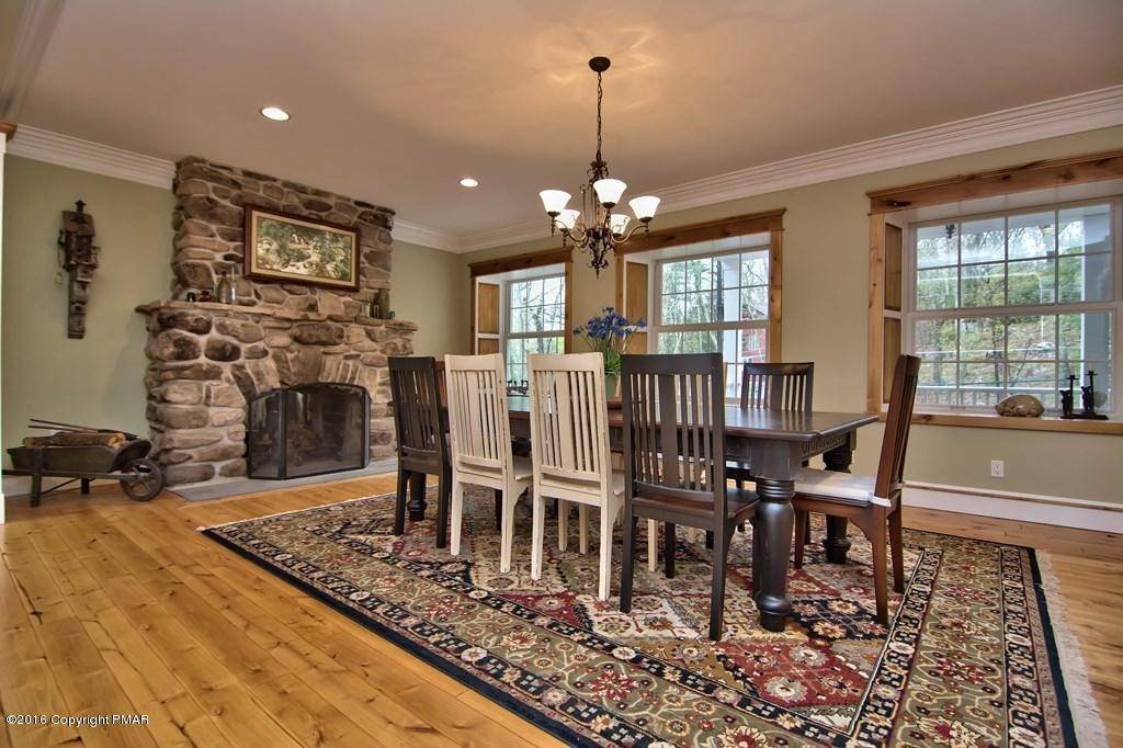4. Single Family Homes for Sale at 617 Lenape Ln Buck Hill Falls, Pennsylvania 18323 United States