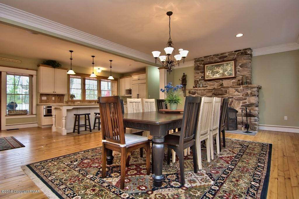5. Single Family Homes for Sale at 617 Lenape Ln Buck Hill Falls, Pennsylvania 18323 United States
