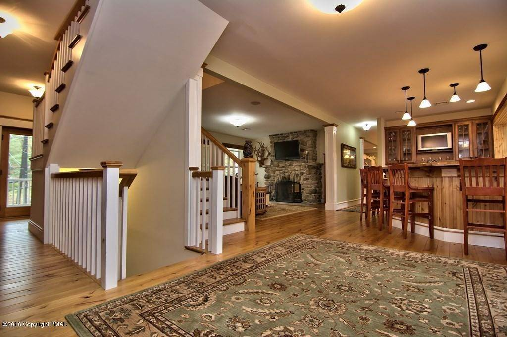 16. Single Family Homes for Sale at 617 Lenape Ln Buck Hill Falls, Pennsylvania 18323 United States
