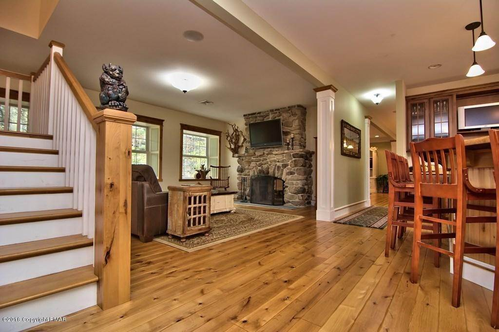 17. Single Family Homes for Sale at 617 Lenape Ln Buck Hill Falls, Pennsylvania 18323 United States