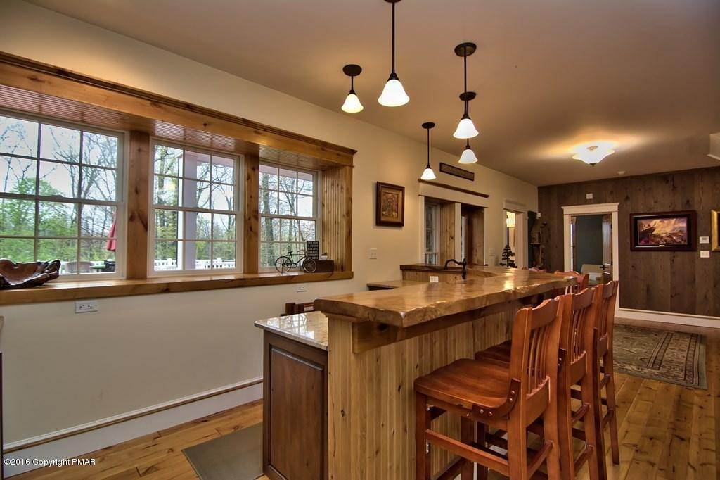 23. Single Family Homes for Sale at 617 Lenape Ln Buck Hill Falls, Pennsylvania 18323 United States