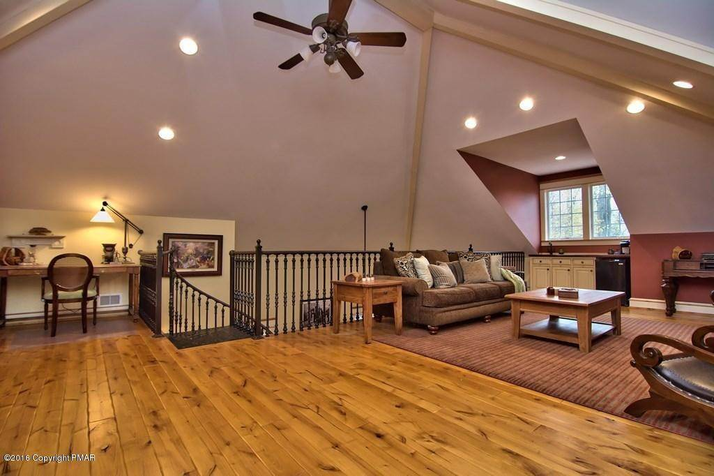 31. Single Family Homes for Sale at 617 Lenape Ln Buck Hill Falls, Pennsylvania 18323 United States