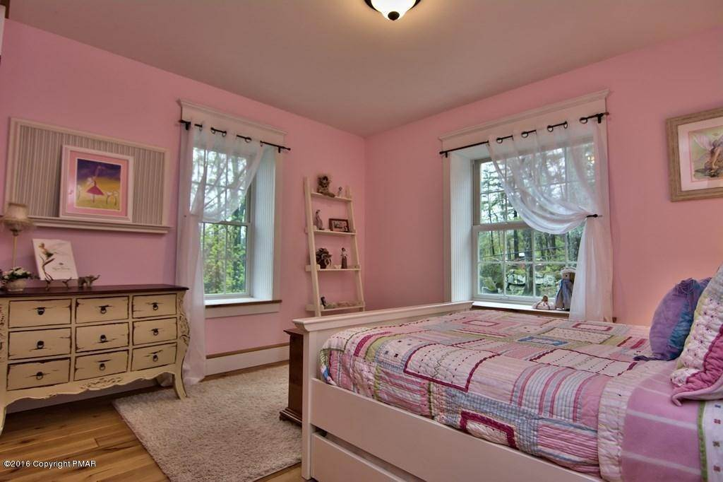 47. Single Family Homes for Sale at 617 Lenape Ln Buck Hill Falls, Pennsylvania 18323 United States