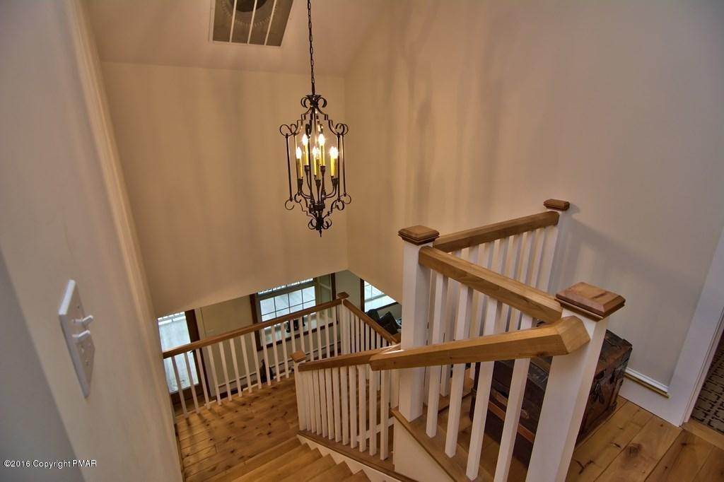 58. Single Family Homes for Sale at 617 Lenape Ln Buck Hill Falls, Pennsylvania 18323 United States