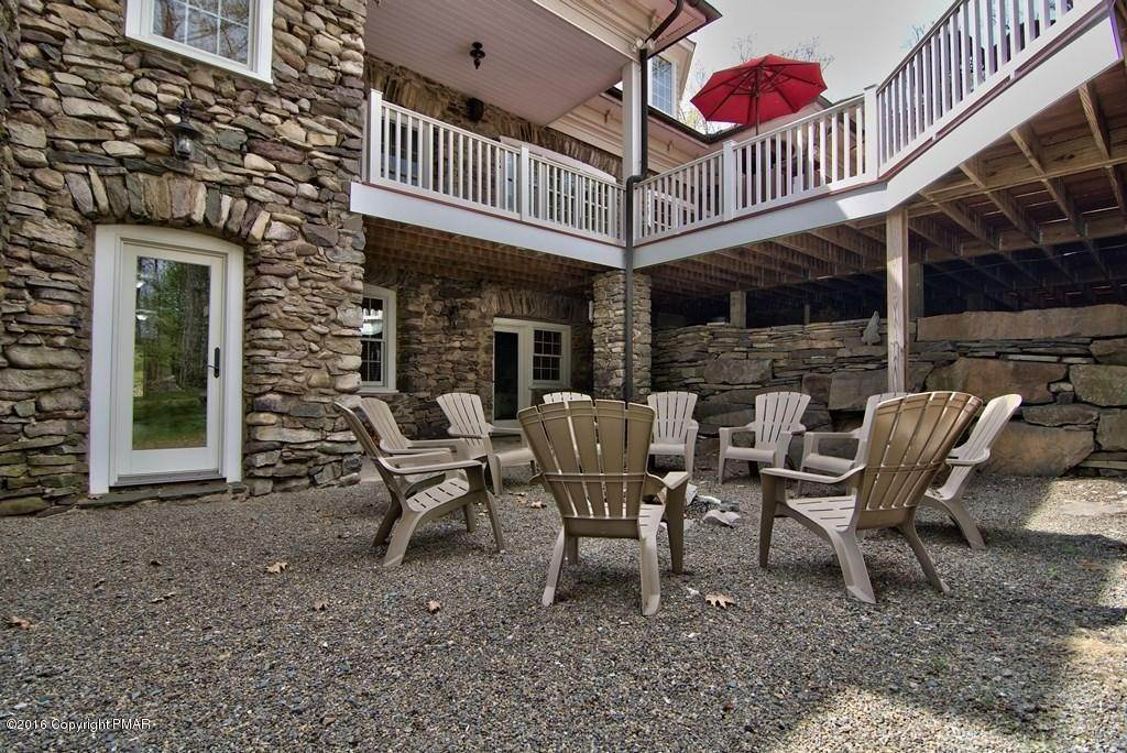 69. Single Family Homes for Sale at 617 Lenape Ln Buck Hill Falls, Pennsylvania 18323 United States