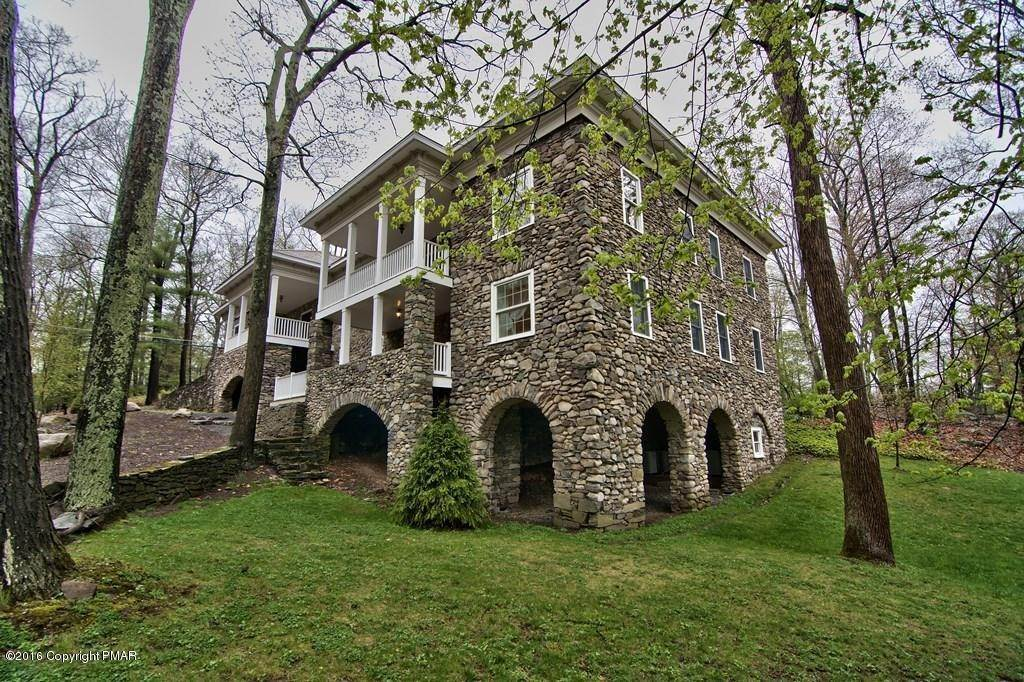 76. Single Family Homes for Sale at 617 Lenape Ln Buck Hill Falls, Pennsylvania 18323 United States