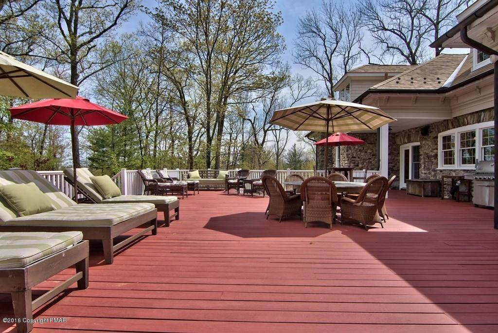 77. Single Family Homes for Sale at 617 Lenape Ln Buck Hill Falls, Pennsylvania 18323 United States