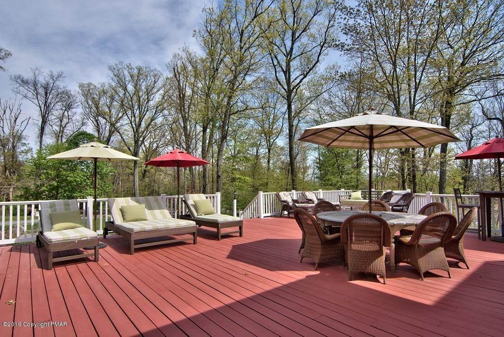 79. Single Family Homes for Sale at 617 Lenape Ln Buck Hill Falls, Pennsylvania 18323 United States