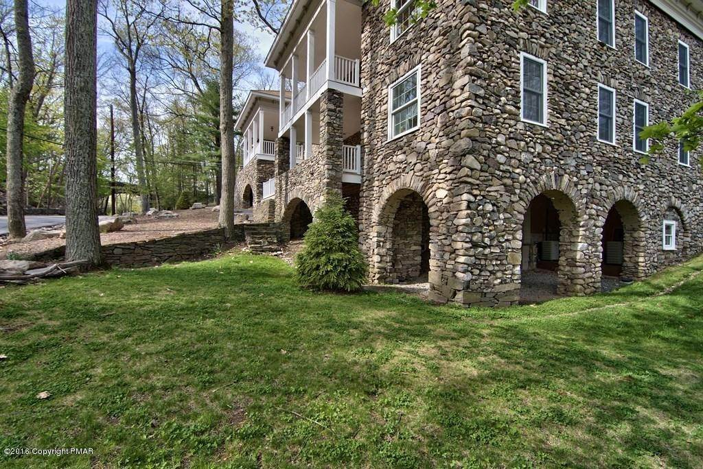 82. Single Family Homes for Sale at 617 Lenape Ln Buck Hill Falls, Pennsylvania 18323 United States
