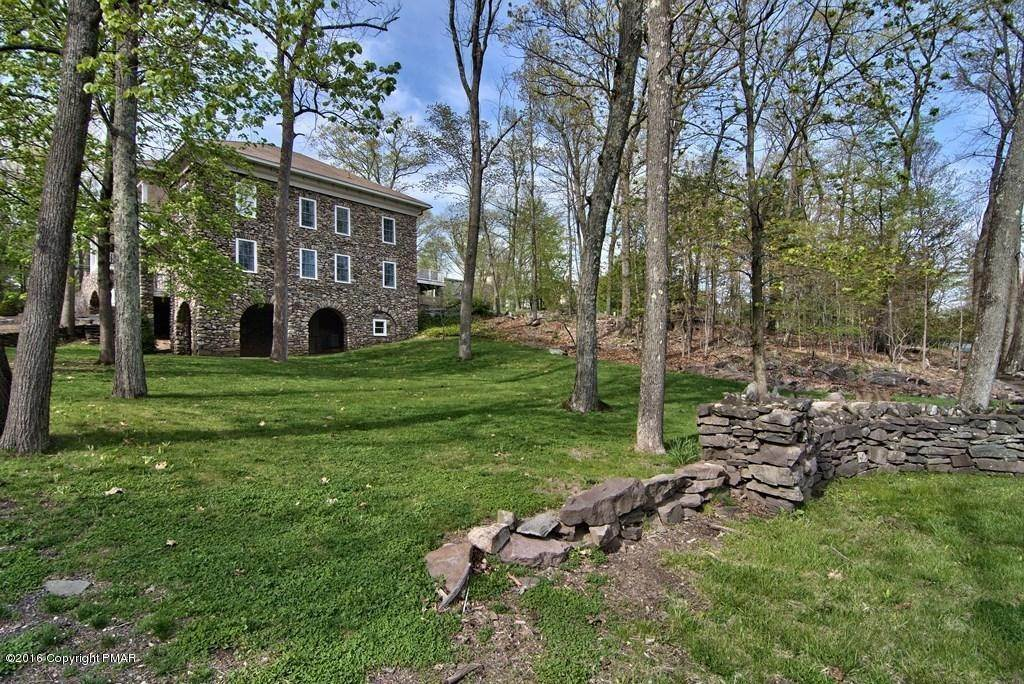 83. Single Family Homes for Sale at 617 Lenape Ln Buck Hill Falls, Pennsylvania 18323 United States
