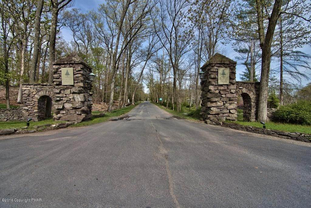84. Single Family Homes for Sale at 617 Lenape Ln Buck Hill Falls, Pennsylvania 18323 United States