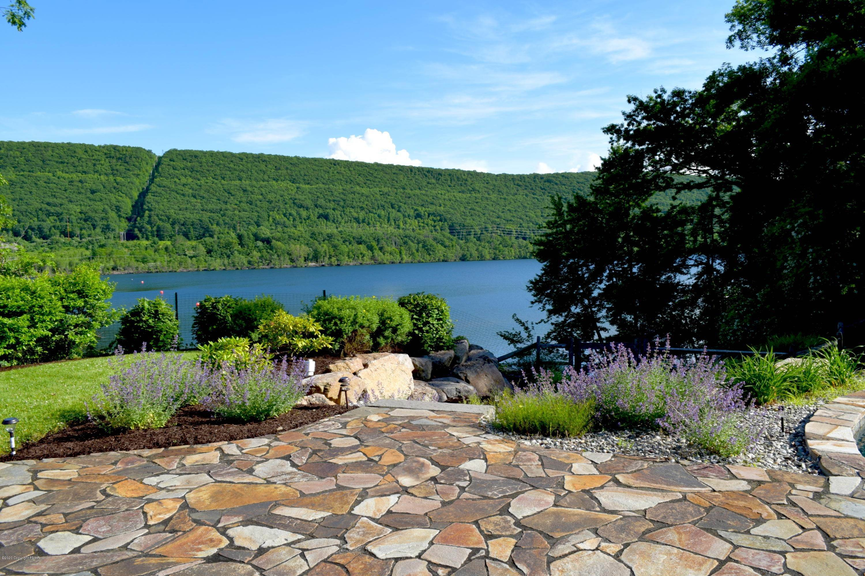 84. Single Family Homes for Sale at 480 Lake Dr Nesquehoning, Pennsylvania 18240 United States