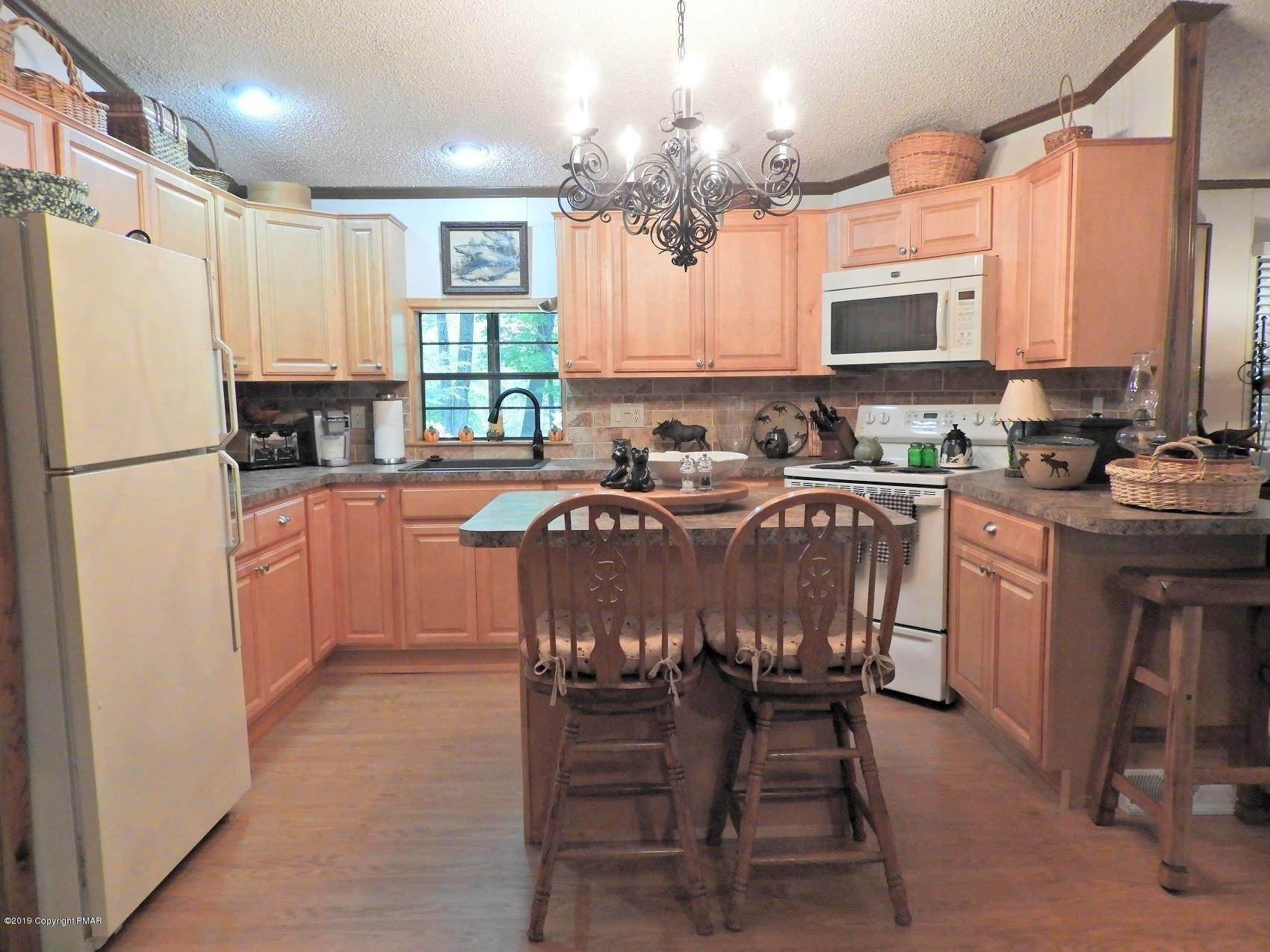 17. Single Family Homes for Sale at 5702 Route 447 Canadensis, Pennsylvania 18325 United States