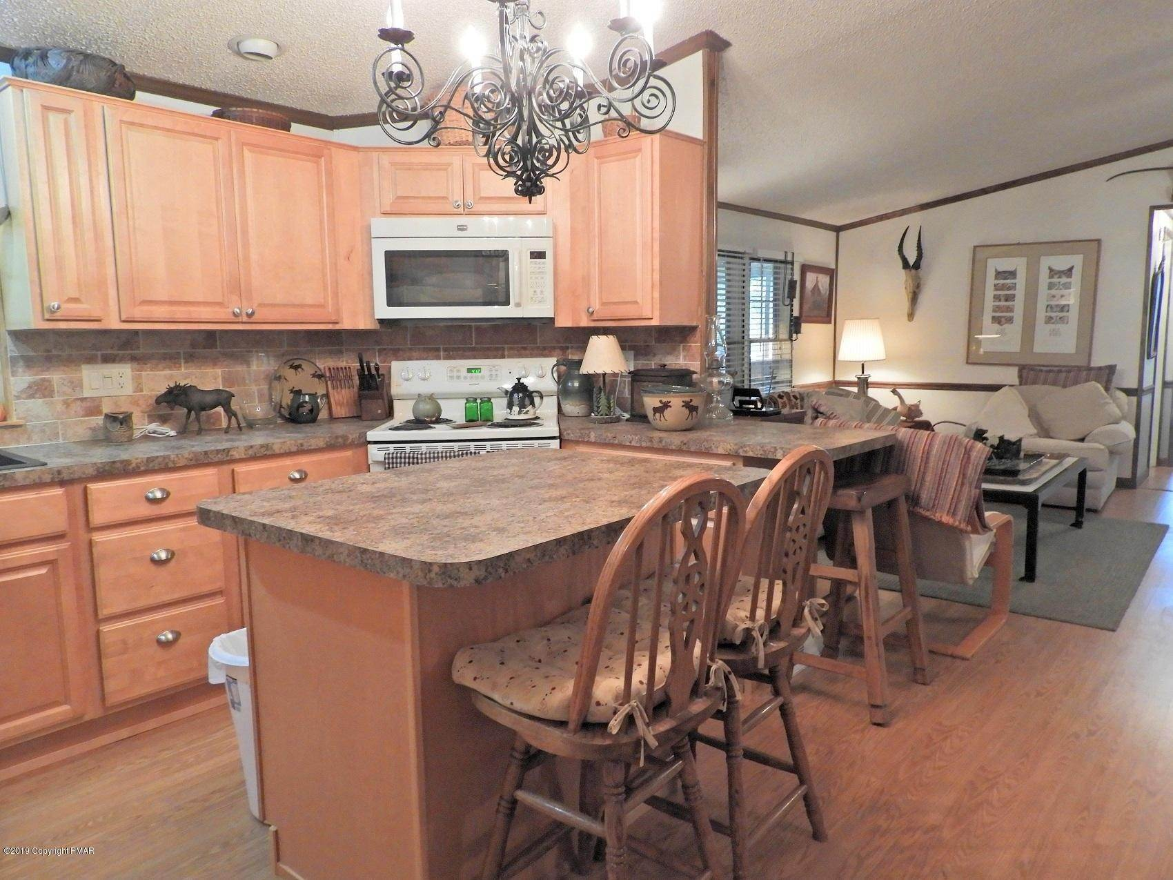 19. Single Family Homes for Sale at 5702 Route 447 Canadensis, Pennsylvania 18325 United States