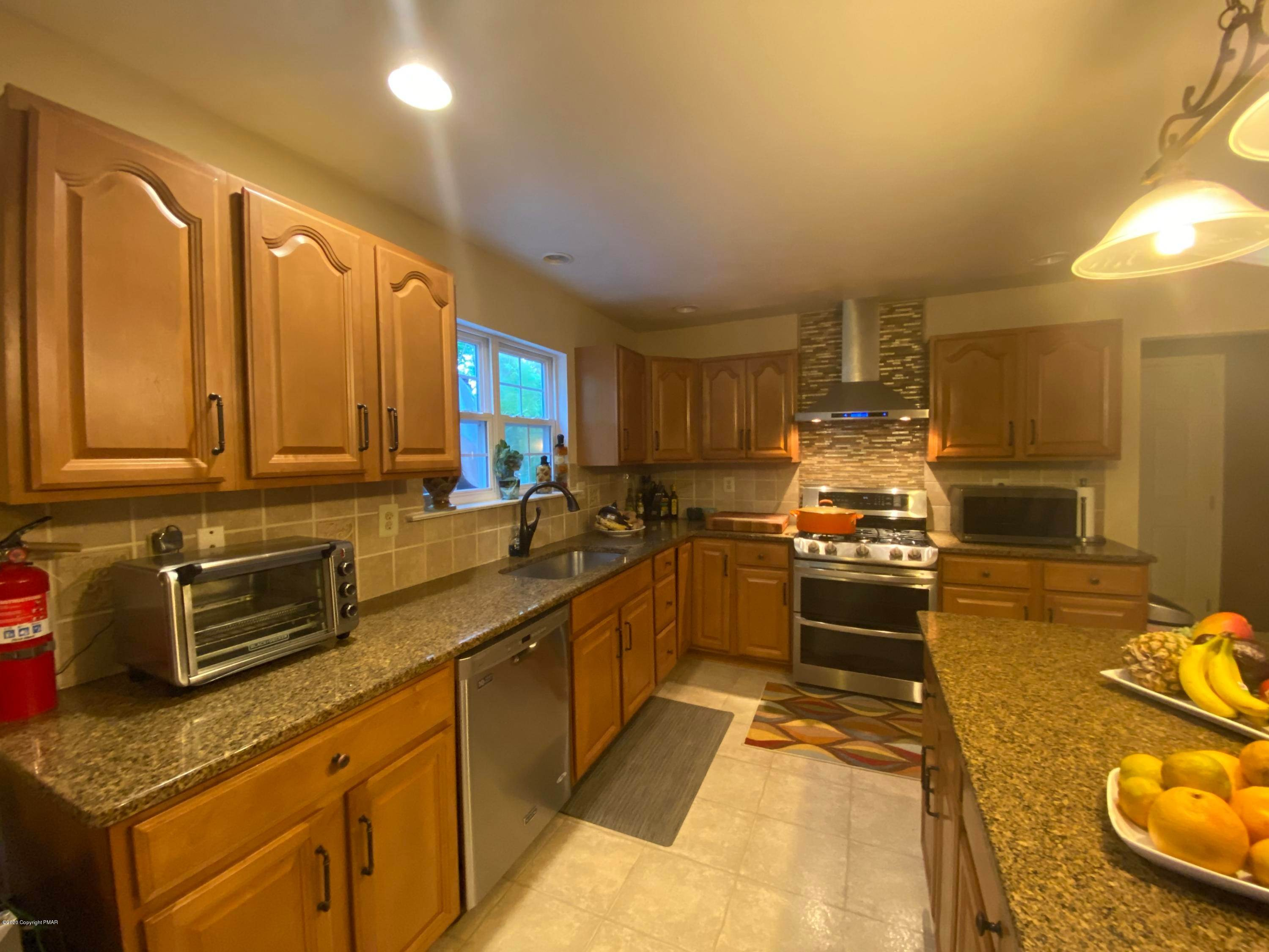 15. Single Family Homes for Sale at 399 Shawnee Vly East Stroudsburg, Pennsylvania 18302 United States