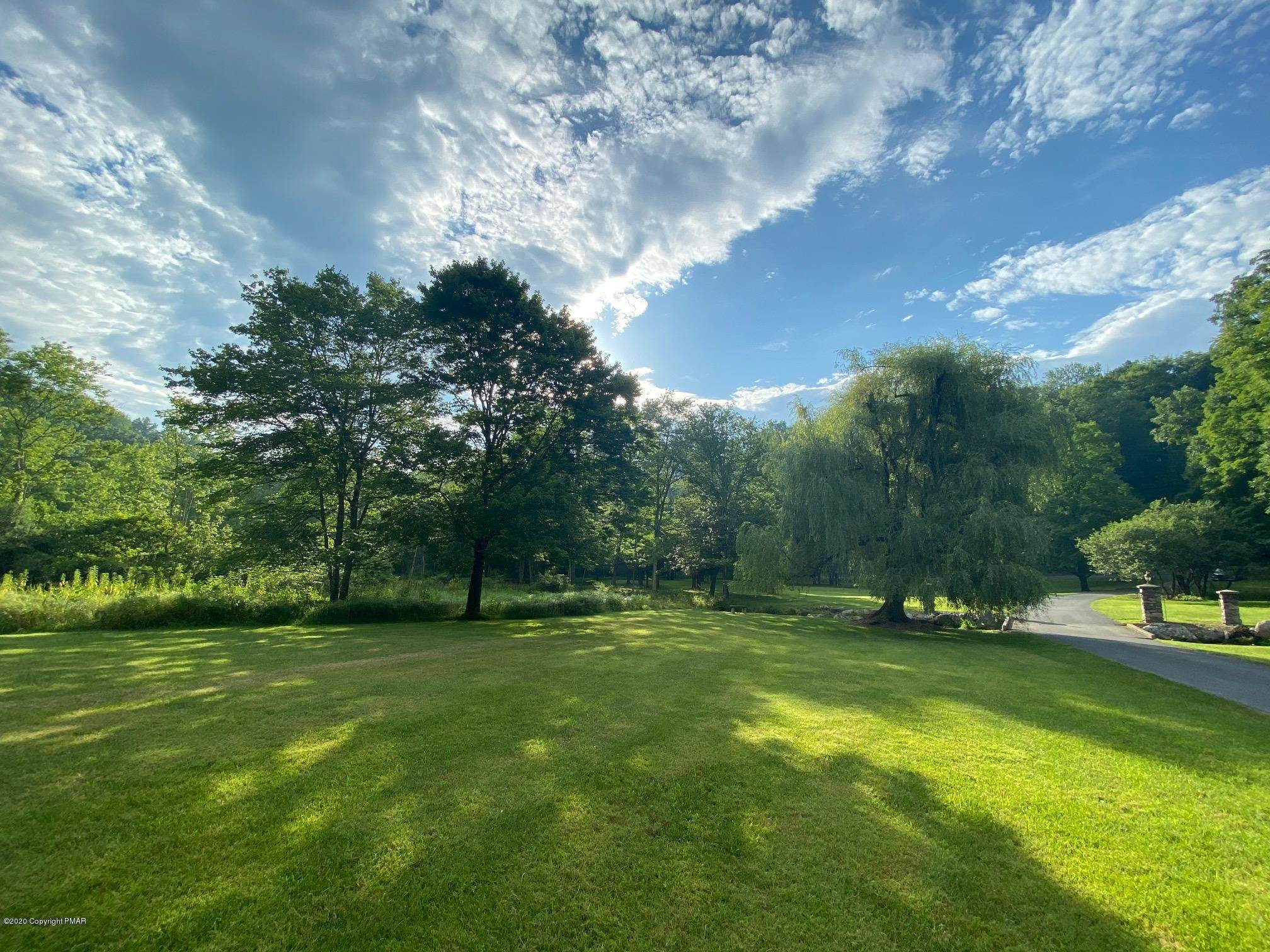 14. Single Family Homes for Sale at 917 Lower Cherry Valley Rd Stroudsburg, Pennsylvania 18360 United States