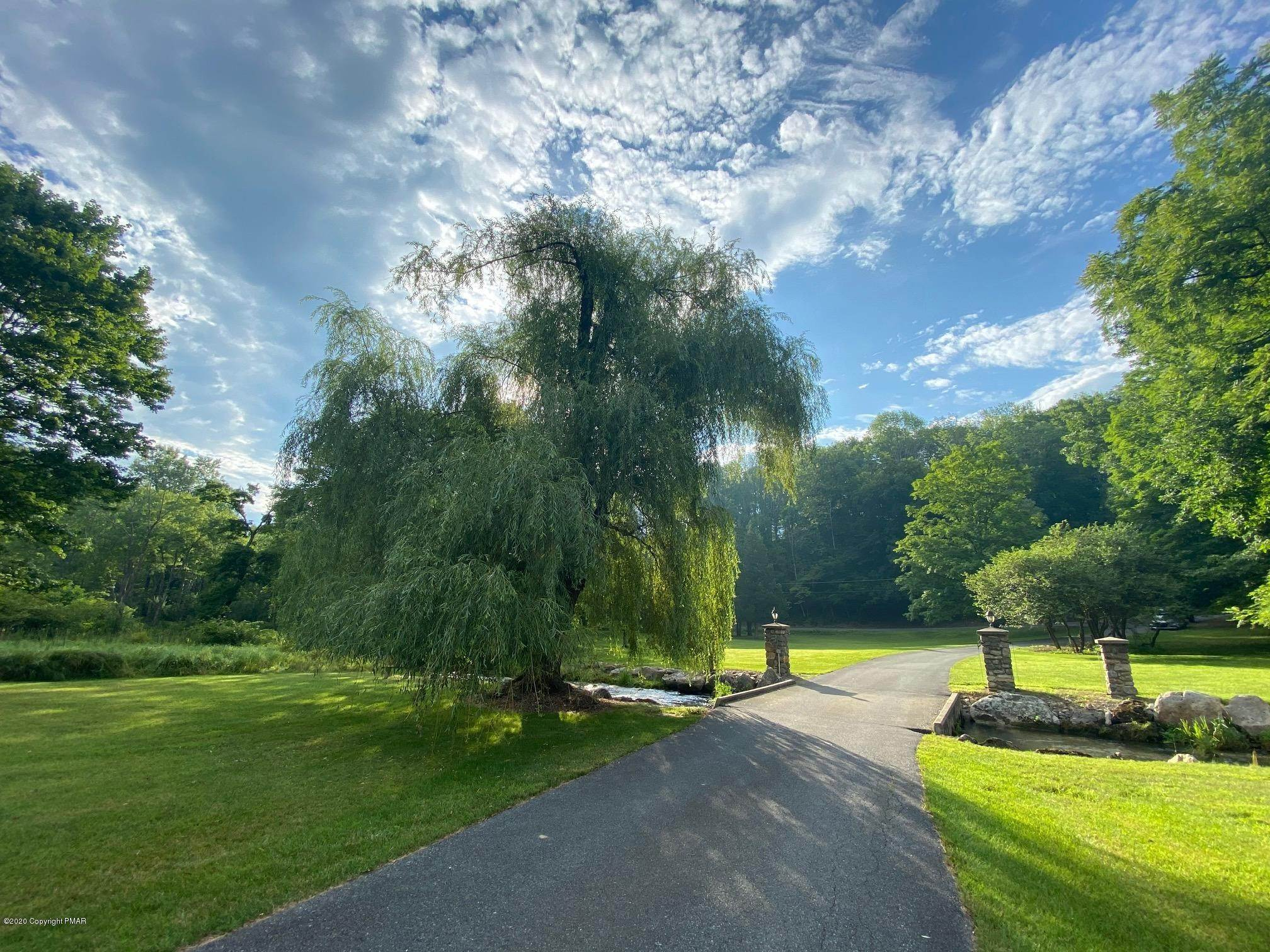 8. Single Family Homes for Sale at 917 Lower Cherry Valley Rd Stroudsburg, Pennsylvania 18360 United States