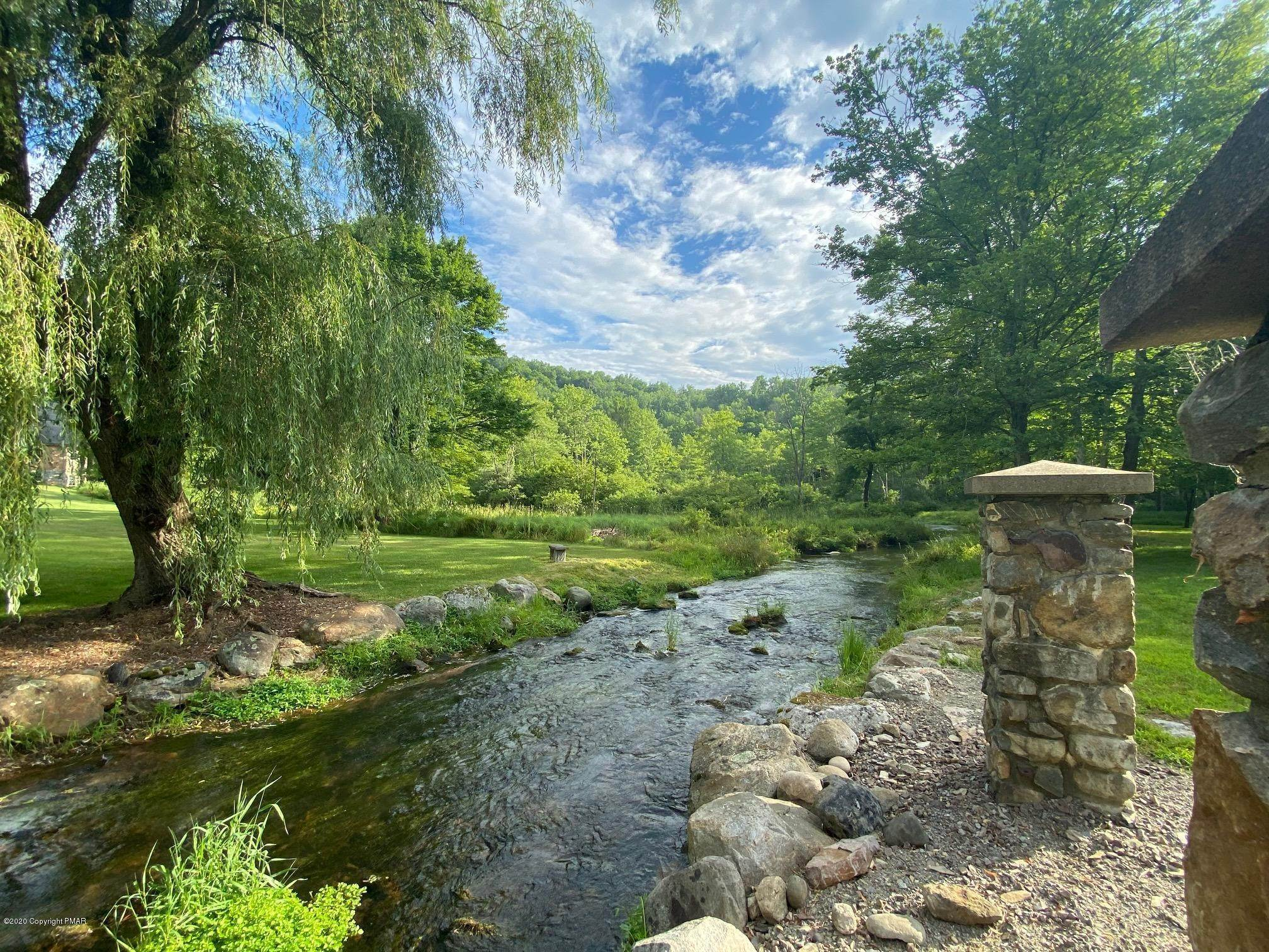 5. Single Family Homes for Sale at 917 Lower Cherry Valley Rd Stroudsburg, Pennsylvania 18360 United States