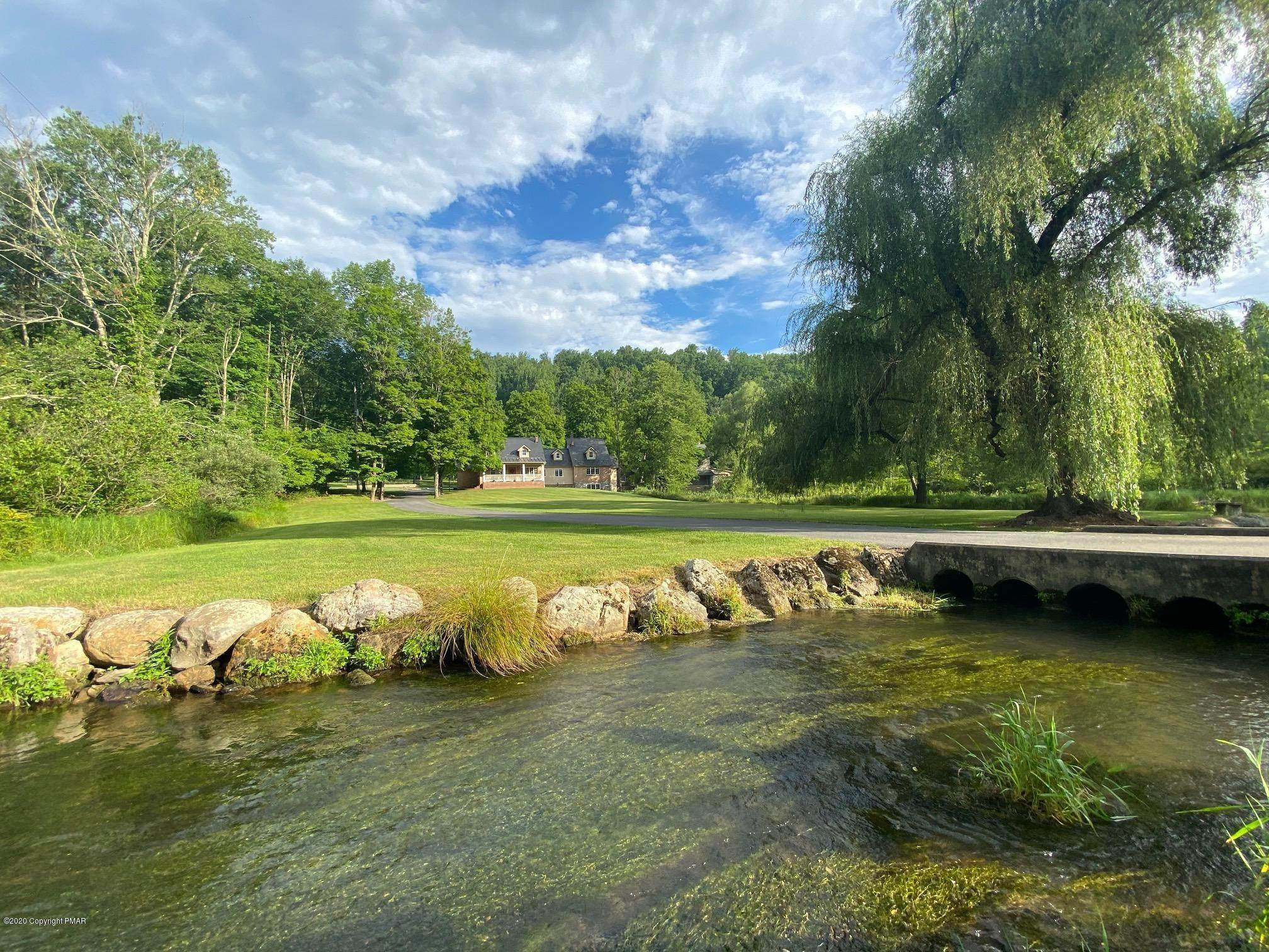 6. Single Family Homes for Sale at 917 Lower Cherry Valley Rd Stroudsburg, Pennsylvania 18360 United States