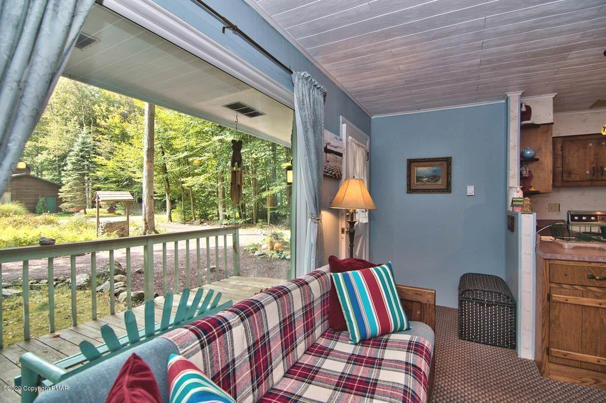 10. Single Family Homes for Sale at 154 Sweet Briar Rd Pocono Pines, Pennsylvania 18350 United States
