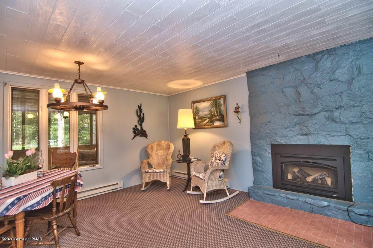11. Single Family Homes for Sale at 154 Sweet Briar Rd Pocono Pines, Pennsylvania 18350 United States