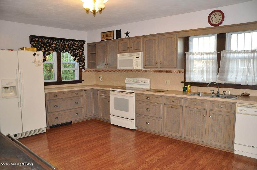 5. Single Family Homes for Sale at 792 Route 115 Saylorsburg, Pennsylvania 18353 United States