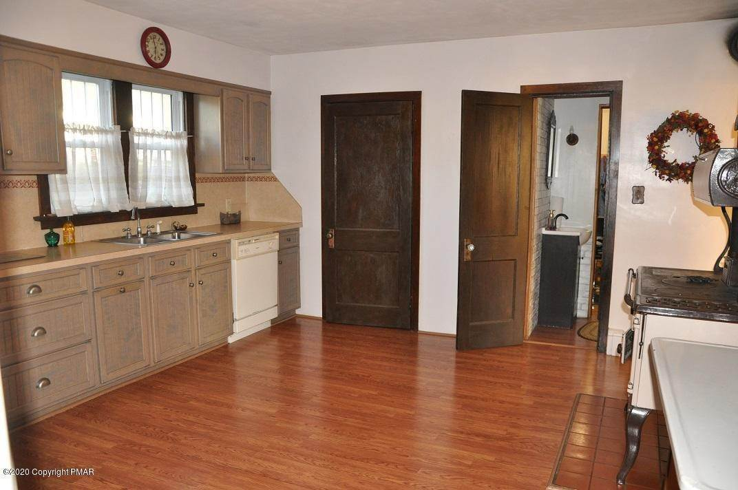 6. Single Family Homes for Sale at 792 Route 115 Saylorsburg, Pennsylvania 18353 United States