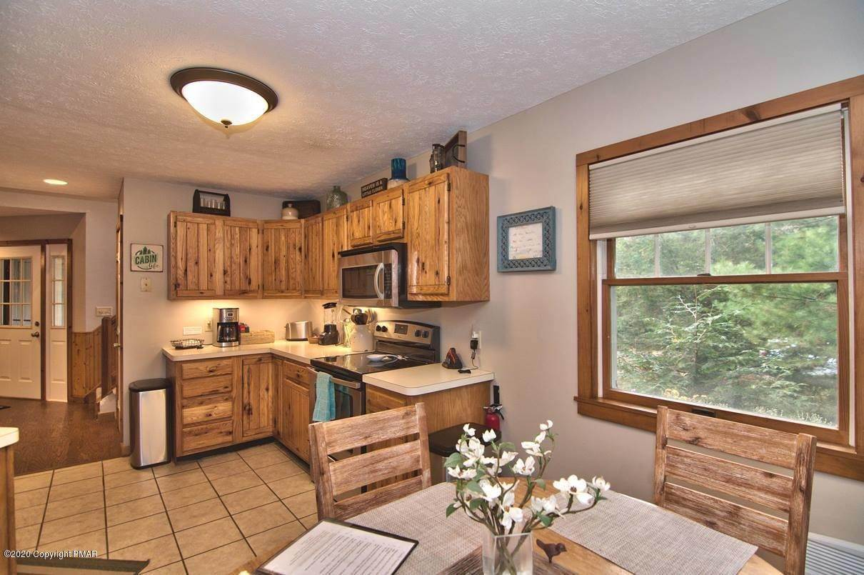 31. Single Family Homes for Sale at 120 Mooncreek Ln Pocono Pines, Pennsylvania 18350 United States