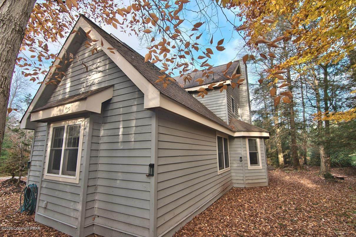 86. Single Family Homes for Sale at 120 Mooncreek Ln Pocono Pines, Pennsylvania 18350 United States