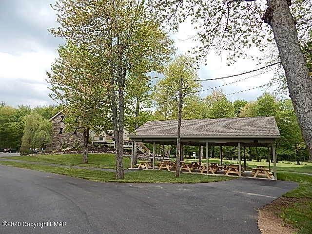 40. Single Family Homes for Sale at 258 Little Pond Circle Pocono Pines, Pennsylvania 18350 United States