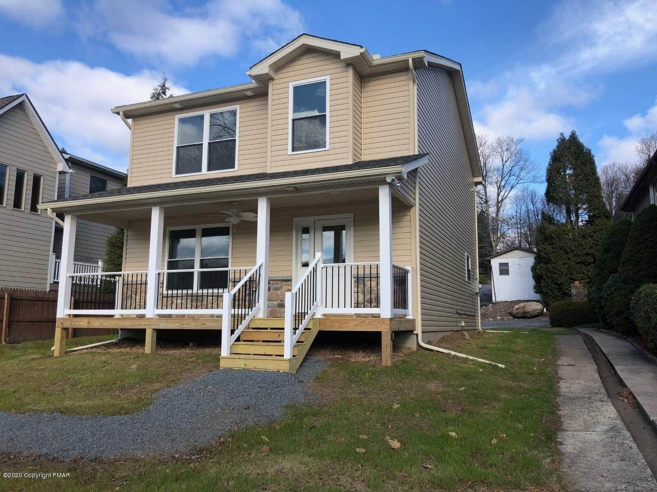 Single Family Homes for Sale at 209 N Lake Dr Lake Harmony, Pennsylvania 18624 United States