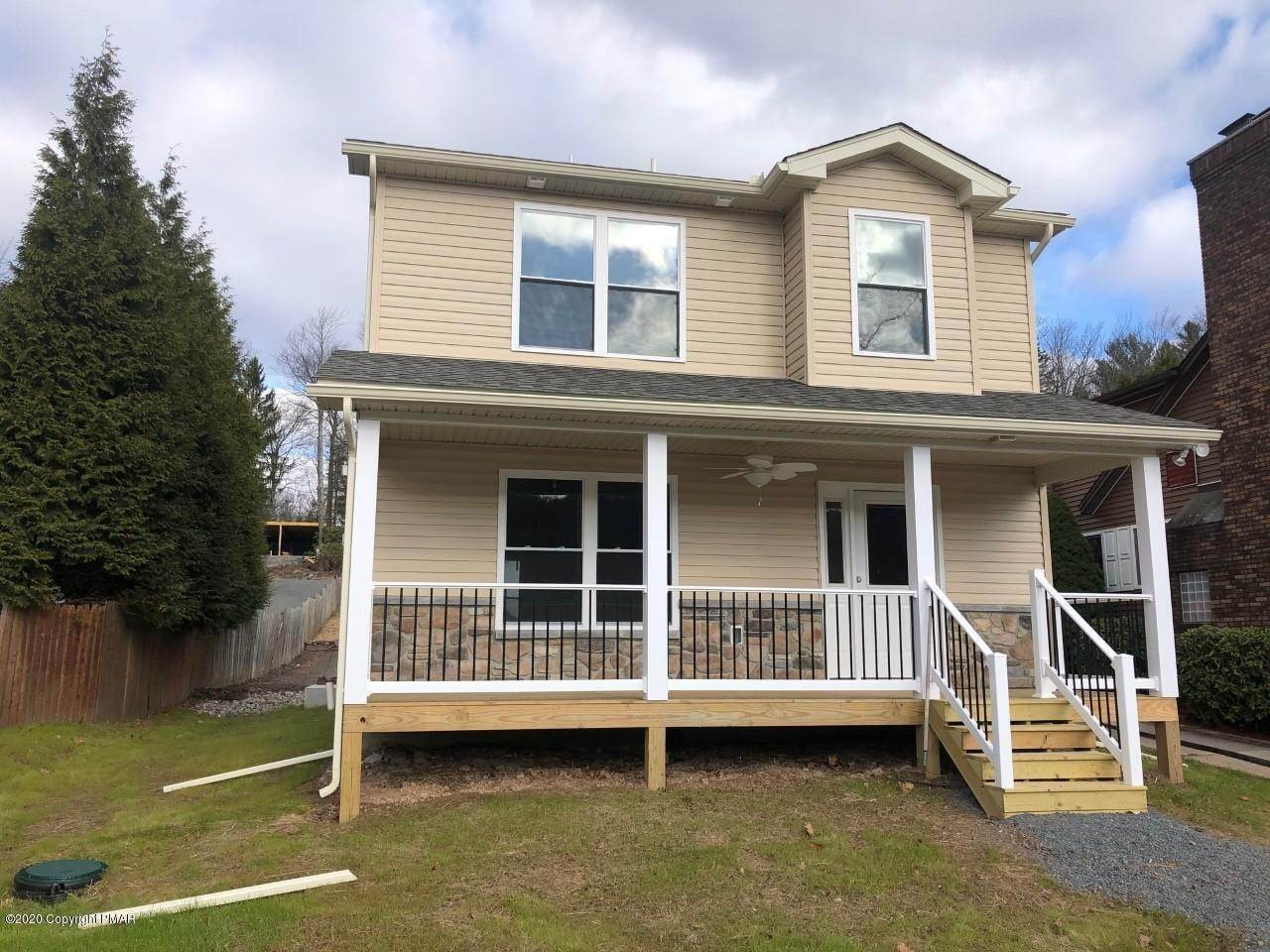 3. Single Family Homes for Sale at 209 N Lake Dr Lake Harmony, Pennsylvania 18624 United States