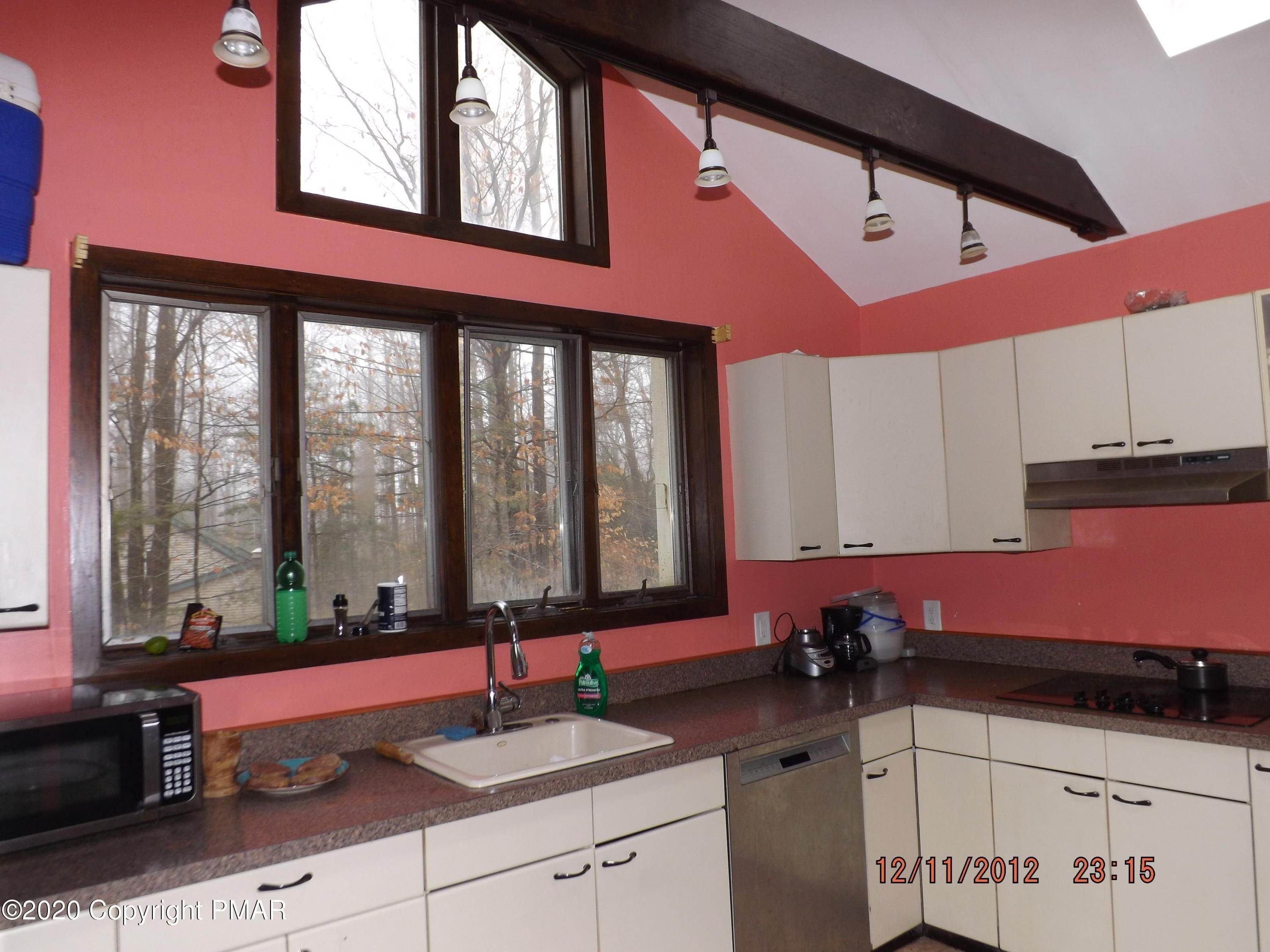 4. Single Family Homes for Sale at 105 Wagner Way Pocono Lake, Pennsylvania 18347 United States